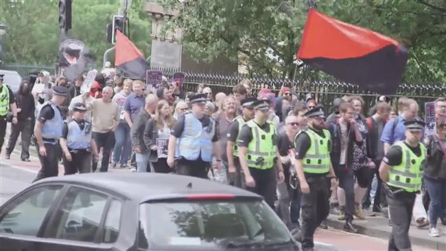 Pro- and anti-Muslim rally in Scotland