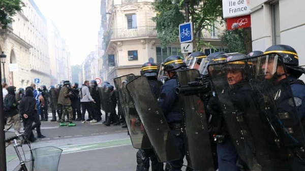 Demonstrators Clash with Police as French Protest Against COVID-19 Passes