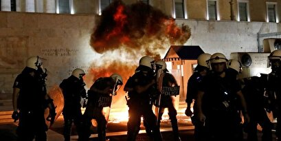 Violent clashes between Greek police and protesters against forced vaccination