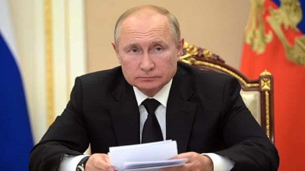 Putin Says He'll Self-Isolate for Several Days